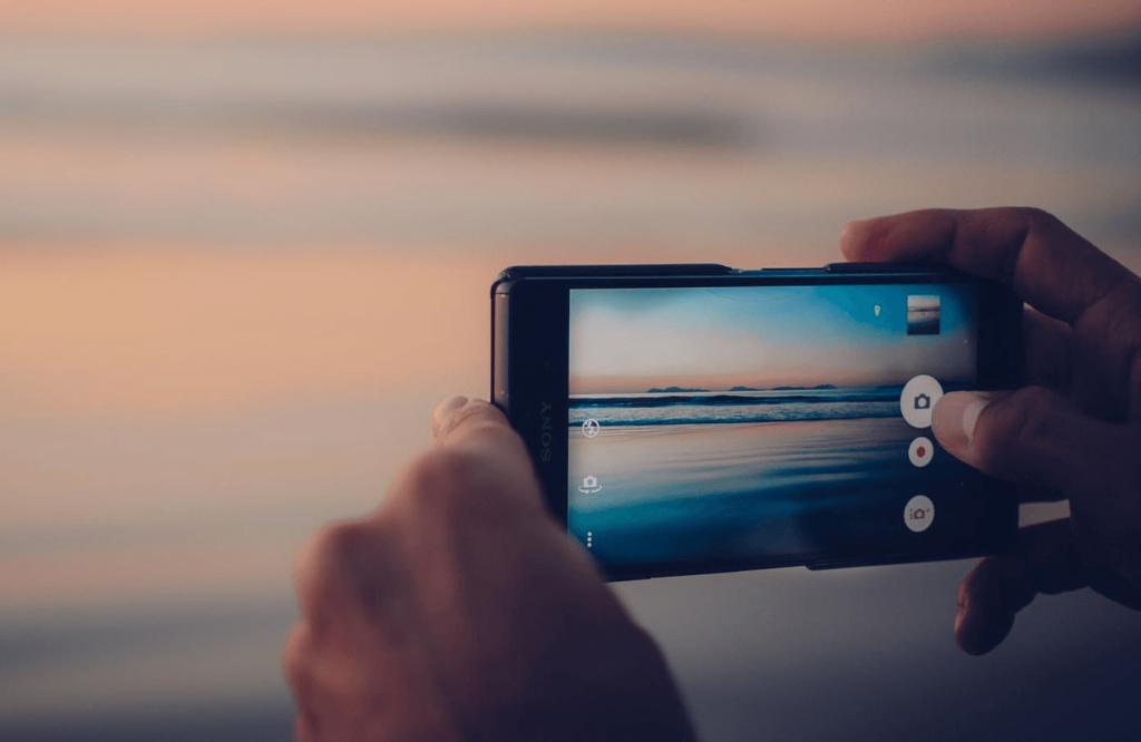 Capturing photo while taking a video on Android